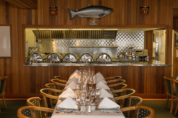 all-inclusive fishing lodge dining 2
